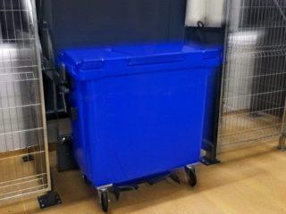Vyklápěcí zařízení VZ 700 s modrým kontejnerem