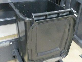 Vyklápěcí zařízení VZ 700 s popelnicí