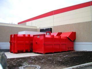 Kombinace lisovacího kontejneru a stacionárního lisu