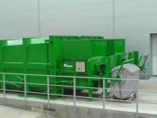 Vyklápěcí zařízení na SL 900, SL 1100 s kontejnerem