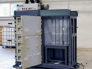 balíkovací lis L12-1+K12 otevřený