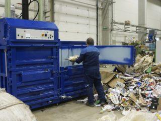 balíkovací lis L30-2 manipulace