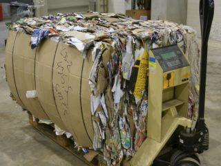 balíkovací lis L30-2 - slisovaný papír