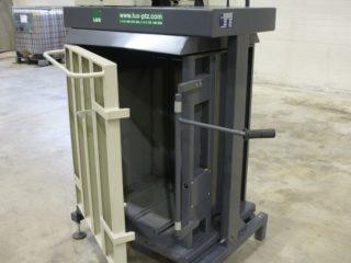 balíkovací lis L5-V otevřený