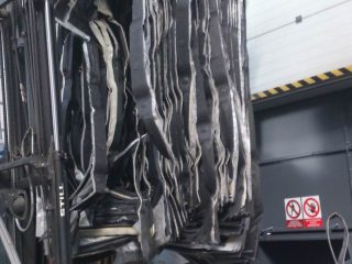 horizontální balíkovací lis - kabely