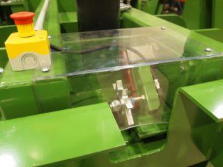 horizontální balíkovací lis zelený