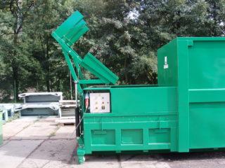 Vyklápěcí zařízení na lisovací kontejner LK-V, LK-M v provozu